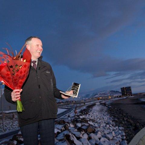 Ánægður bæjarstjóri með flotta viðurkenningu